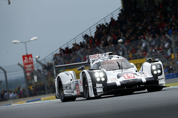 Porsche start on pole for Le Mans 2015